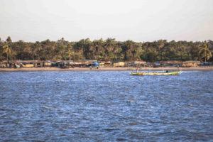 Foto: Un pobo de pescadores á beira do río Casamance