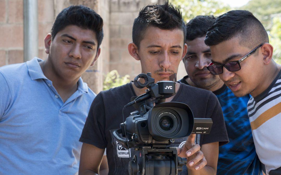 Comunidades históricas do Salvador arraigadas na radio e na TV